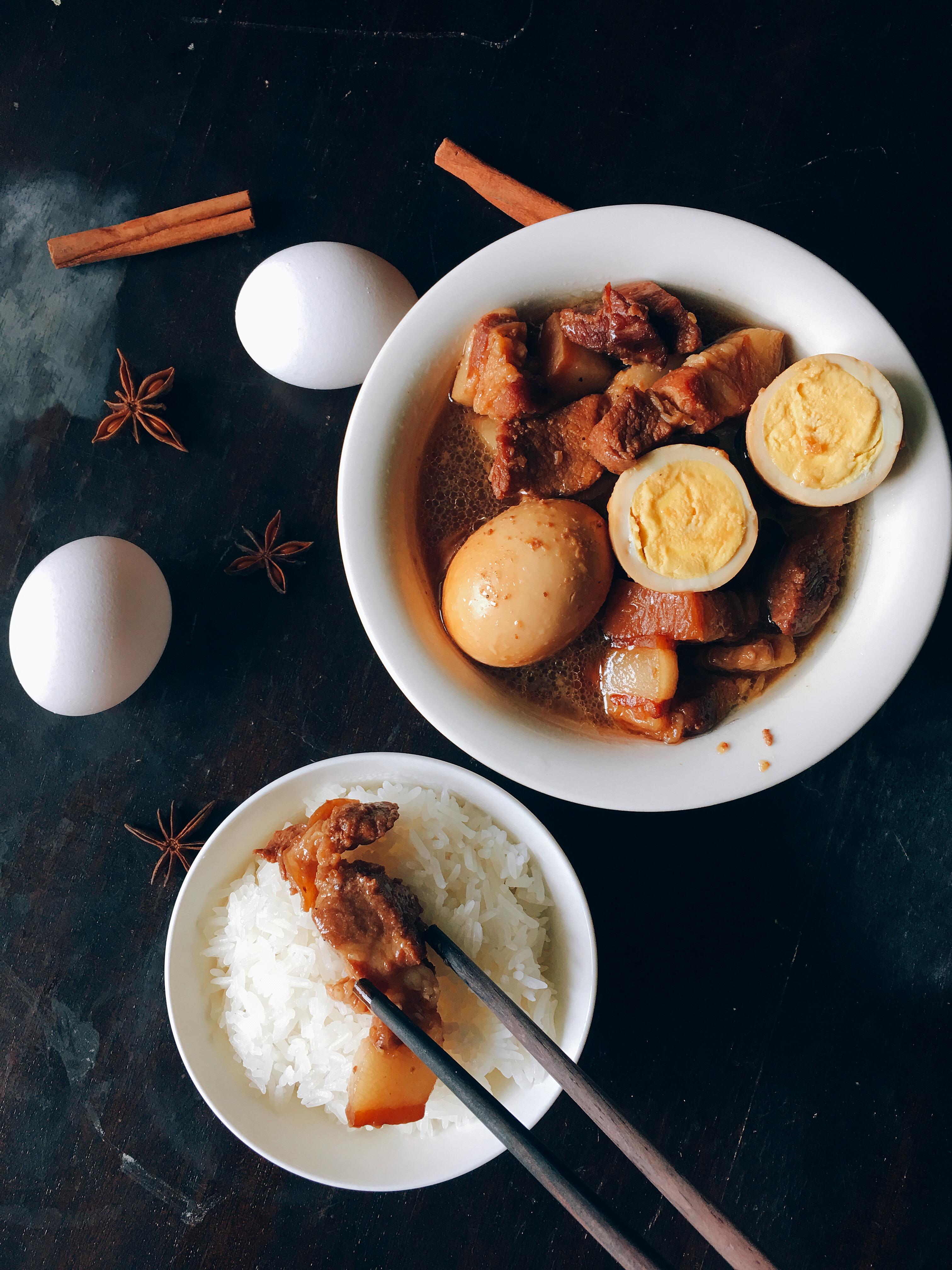 Chiêm bao ăn cơm với thịt có may mắn không?